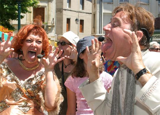 Dr Madan Kataria et Corinne Cosseron à Frontignan en France en 2004 pour la remise du Rire d'Or lors du Congrès du yoga du rire