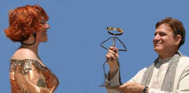 Le Dr Madan Kataria recevant le Rire d'Or 2004 des mains de Corinne Cosseron