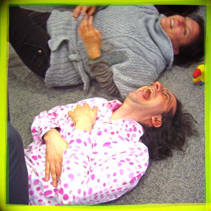 Crise de fou rire à l'Ecole du rire. copyright www.ecolederire.org